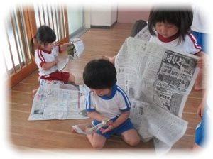 ♪新聞紙あそび♪ ~朝和保育園~