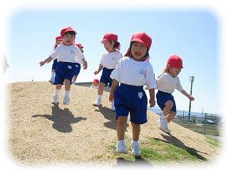 築山もへっちゃら! はなぐみ(2歳児) ~川西こども園~
